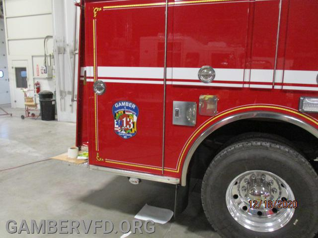 More of the right side of pumper body