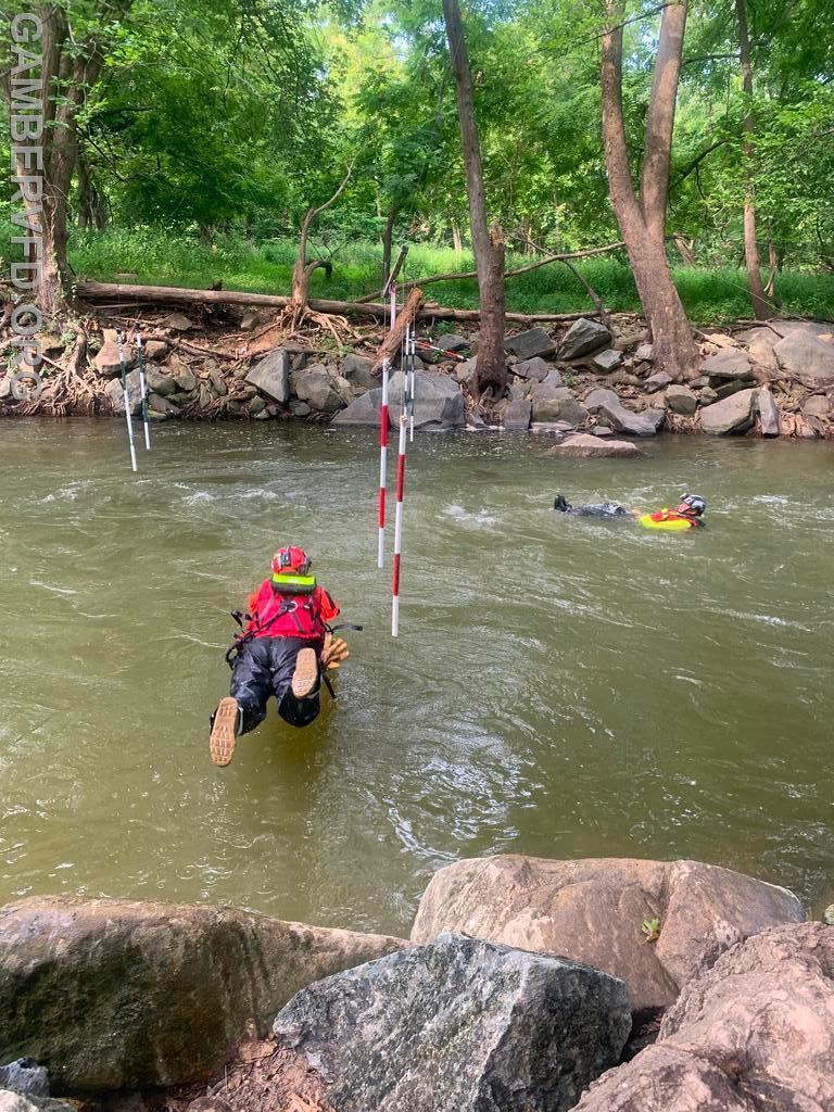 Proper entry technique for a live victim rescue